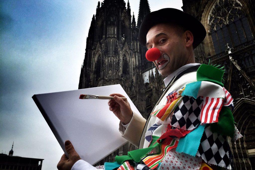 """Kölle Alaaf, Dreh zum Kölner Karnevals Motto """"Mer stelle alles op der Kopp"""" mit Georg Leiste"""
