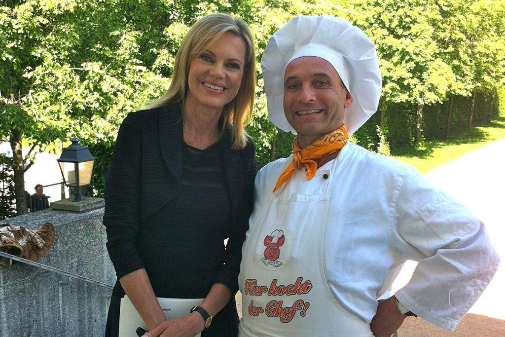 Showkoch Georg Leiste mit Nina Ruge bei einem Gala Dinner
