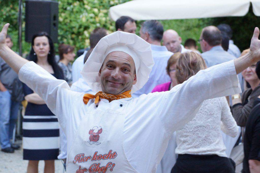 Sommerfest Begrüßungs Walkin-Act mit Koch Georg Leiste