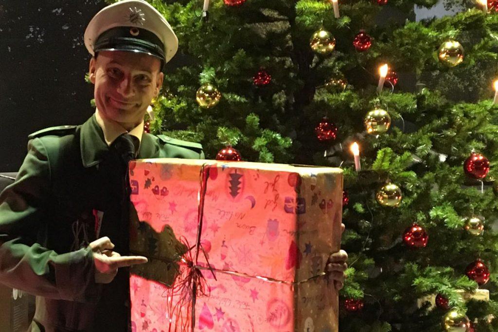 Weihnachtsfeier Walking-Act mit Georg Leiste